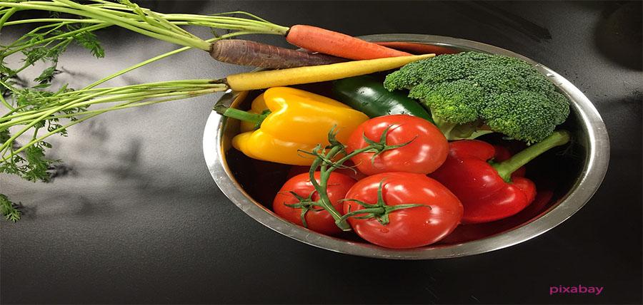 Πλένουμε φρούτα και λαχανικά με νερό, ξίδι και λεμόνι αλλά ποτέ με σαπούνι article cover image