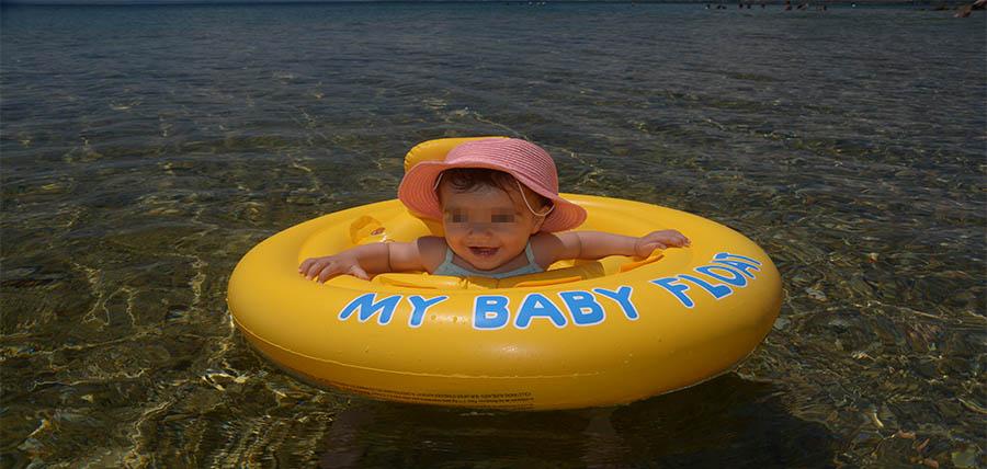 Από ποια ηλικία μπορούμε να βάζουμε αντηλιακό στα μωρά; article cover image
