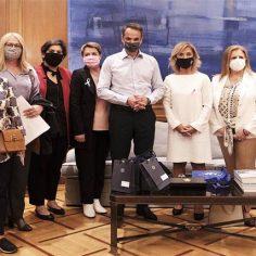 «Δωρεάν μαστογραφία ανά δύο έτη»: Συνάντηση Μητσοτάκη με γυναίκες που έδωσαν μάχη με τον καρκίνο (VIDEO) cover image