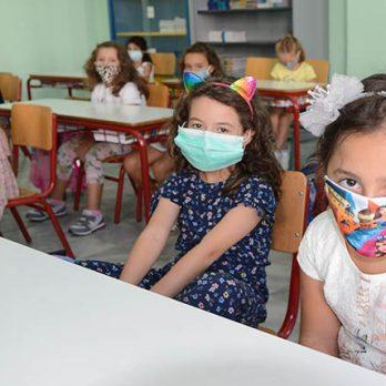 9 ερωτήσεις και απαντήσεις για τα παιδιά και τη χρήση μάσκας cover image