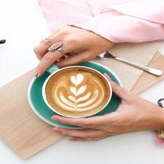 Τα καλά και κακά του καφέ στην υγεία μας Πόσους καφέδες μπορούμε να πίνουμε; cover image