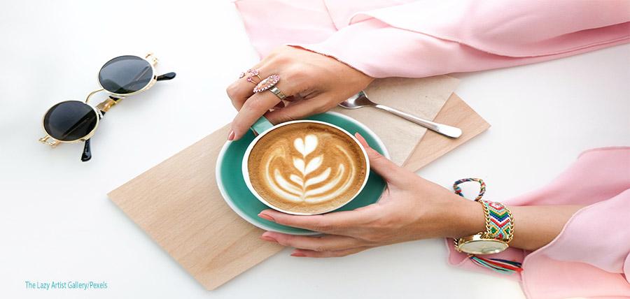 Τα καλά και κακά του καφέ στην υγεία μας Πόσους καφέδες μπορούμε να πίνουμε; article cover image