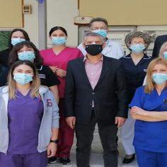 Παγκόσμια Ημέρα Νοσηλευτή:  Ο Περιφερειάρχης Θεσσαλίας Κώστας Αγοραστός κοντά  στους εργαζόμενους του ΓΝΛ και του Εμβολιαστικού Κέντρου cover image