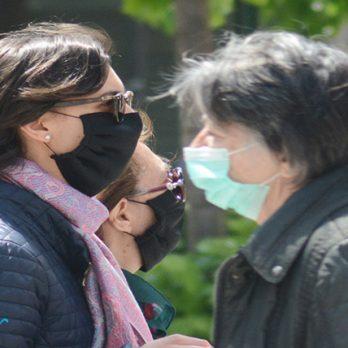 """ΠΟΥ: Μάσκες και στους εμβολιασμένους, λόγω στελέχους """"Δέλτα"""" cover image"""
